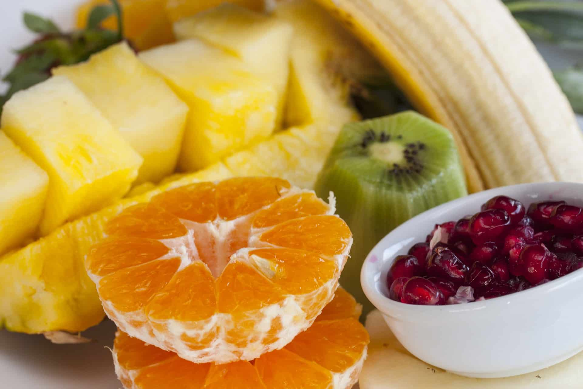 https://pixabay.com/en/fruit-pineapple-pomegranate-banana-2359703/