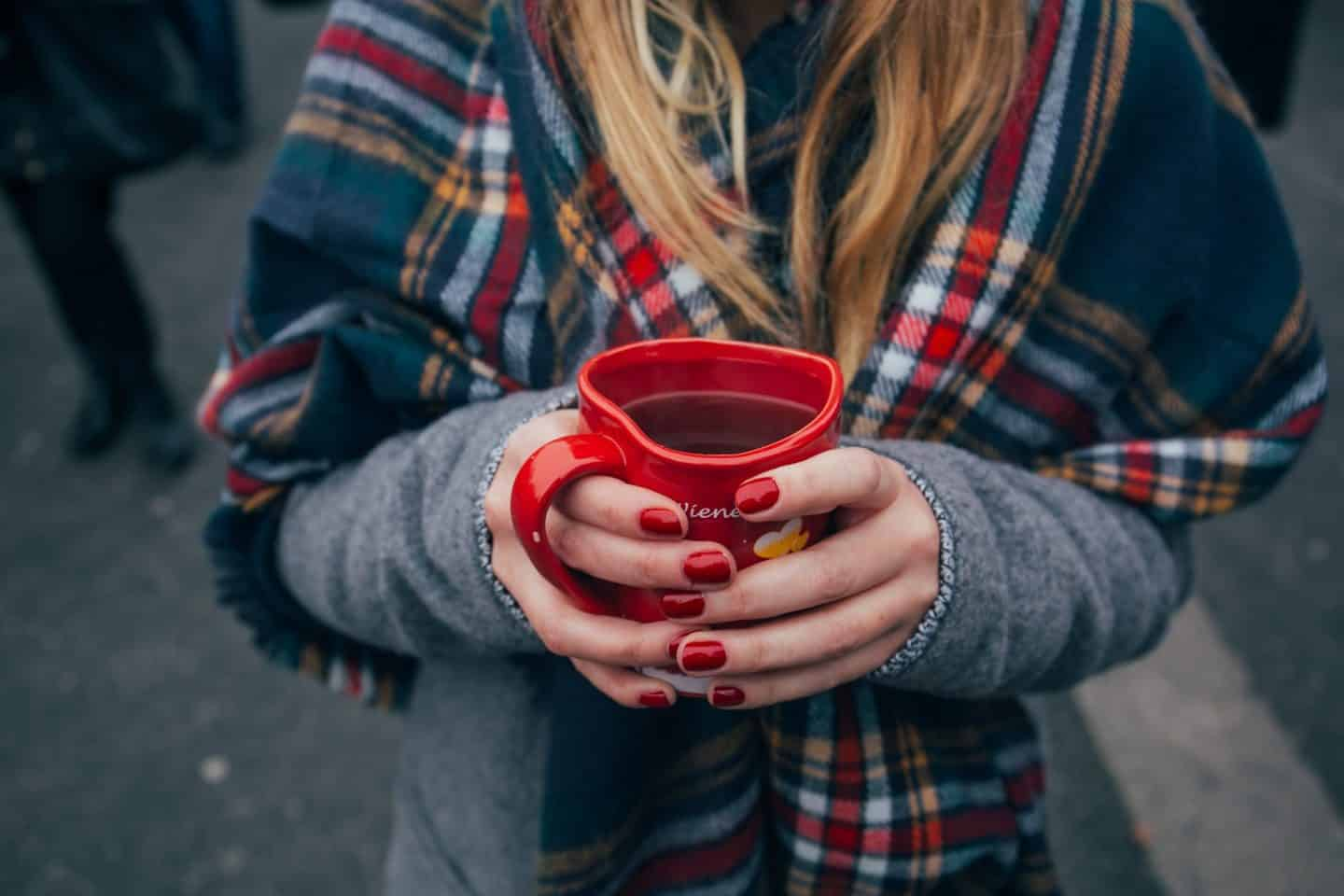 https://pixabay.com/en/mug-cup-coffee-beverage-plaid-1209194/